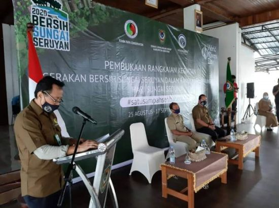 Rimba Raya Technical Director Moch. As'ari addressing the opening ceremony at Seruyan River Cleanup Movement 2020